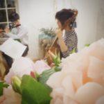 花で絵を描く音楽会